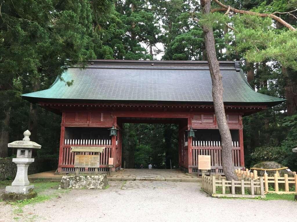 出羽神社(出羽三山神社)~三神合祭殿~の山門