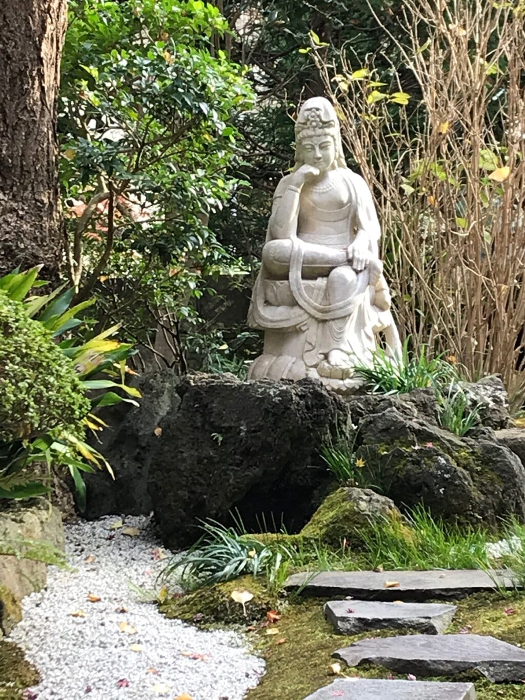 報国寺の像