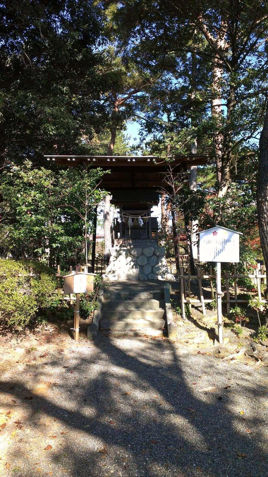 霊犬神社の本殿