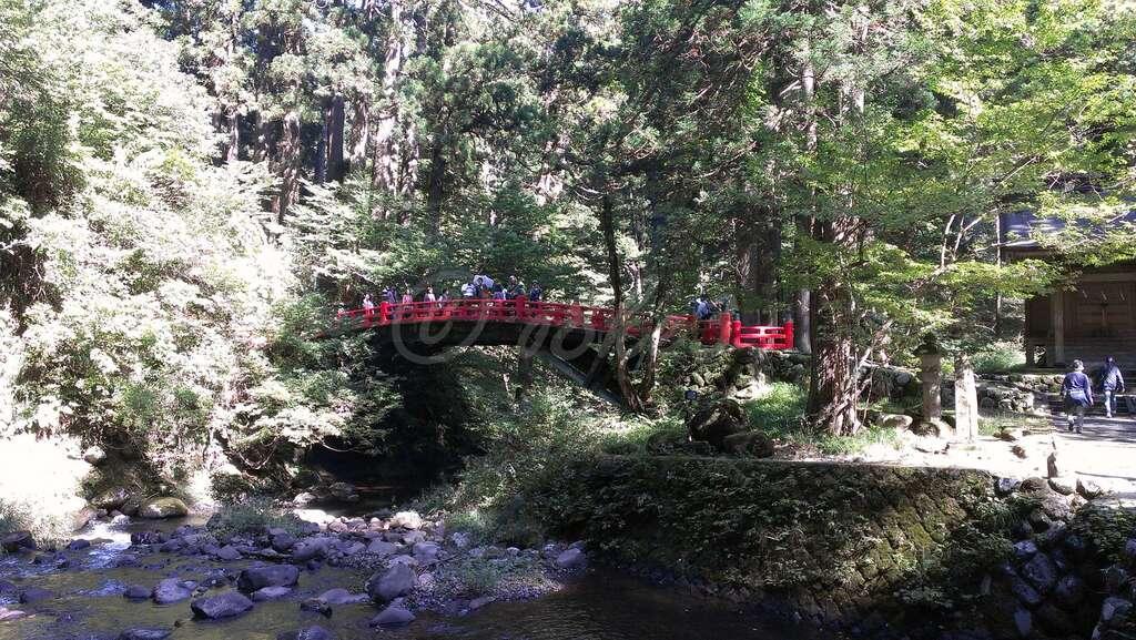 出羽神社(出羽三山神社)~三神合祭殿~の庭園