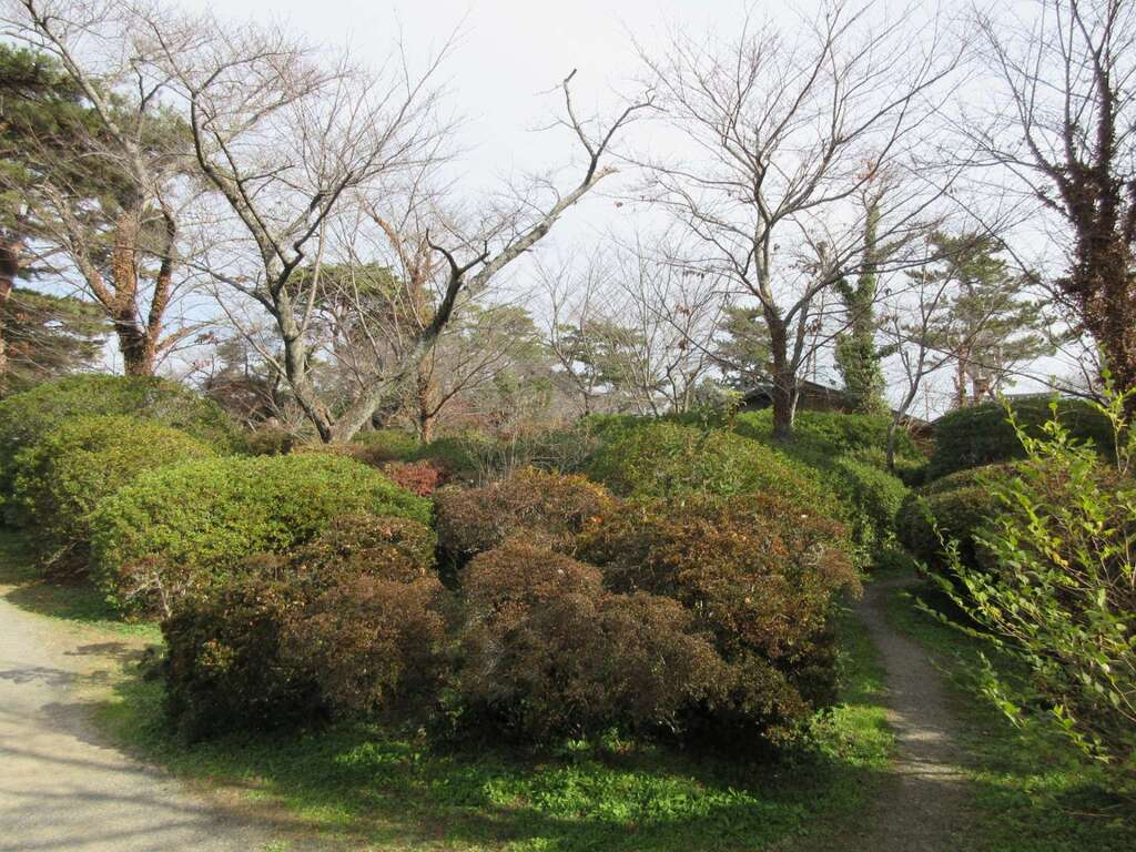 霊犬神社の庭園