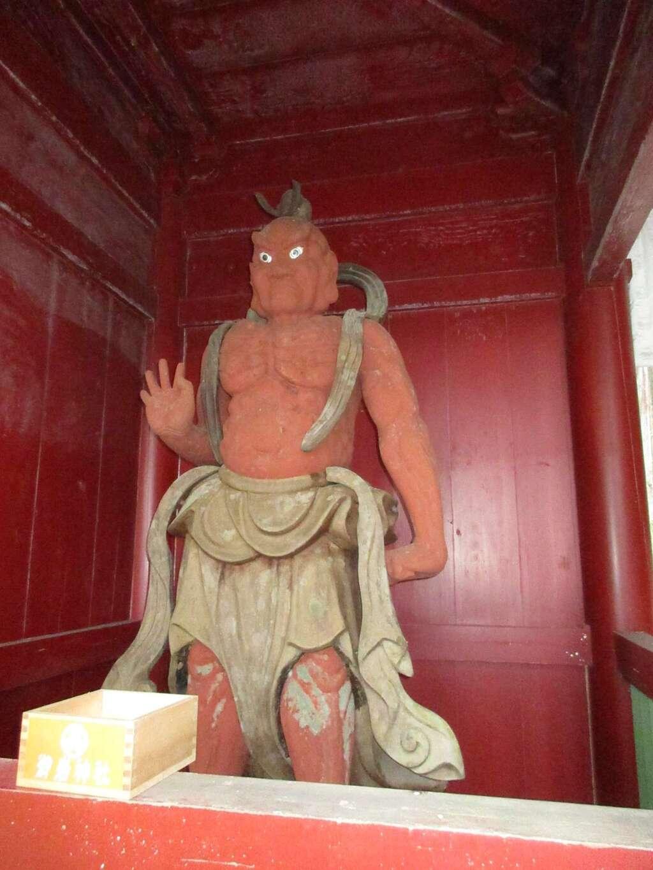 御岩神社の像