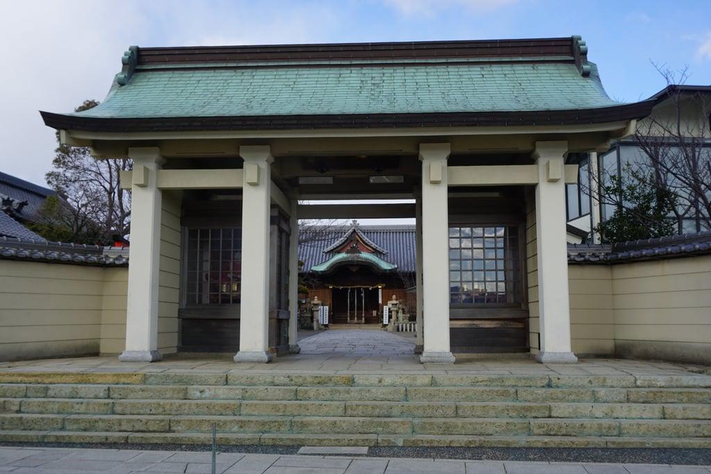柿本神社の山門