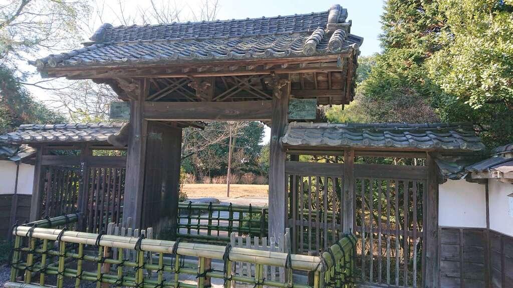 玉敷神社の山門