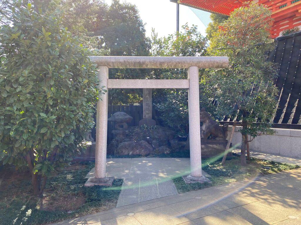 穴八幡宮の鳥居