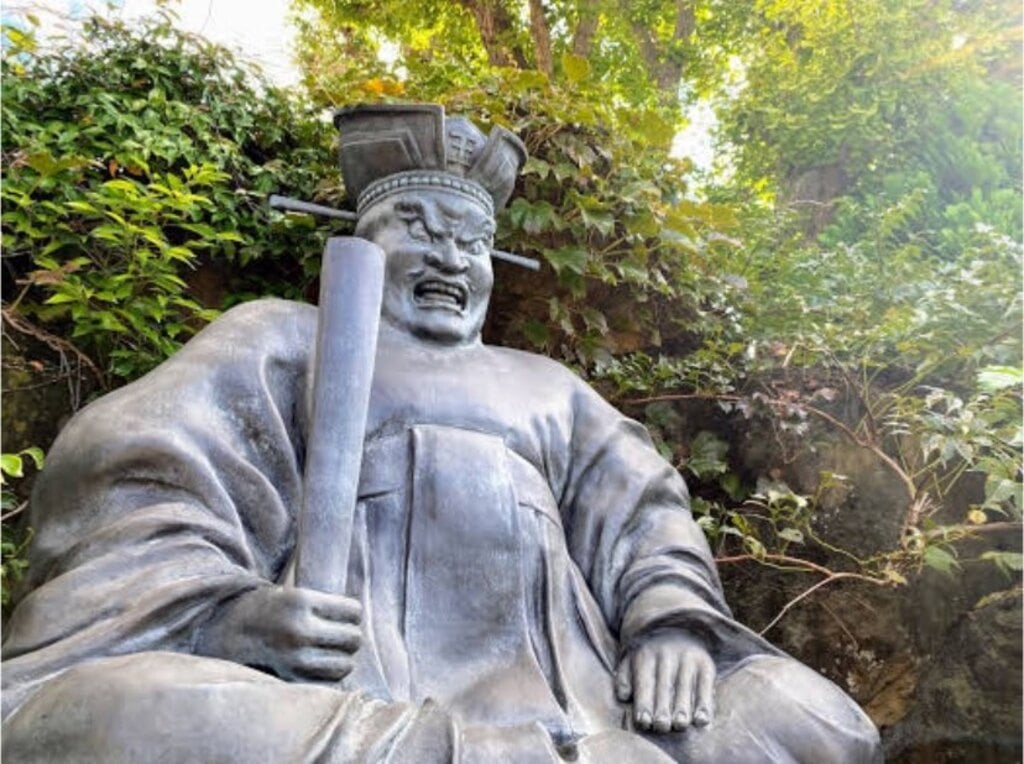 密蔵院の像