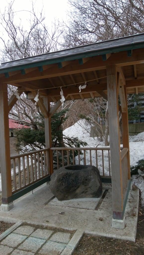 神恵内嚴島神社の手水
