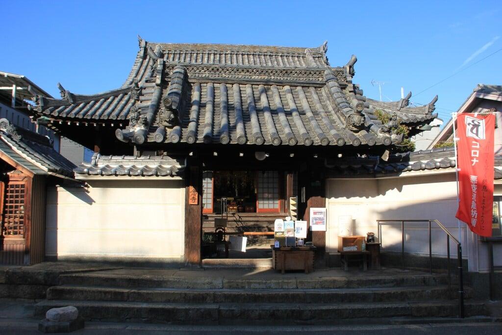 専念寺の山門