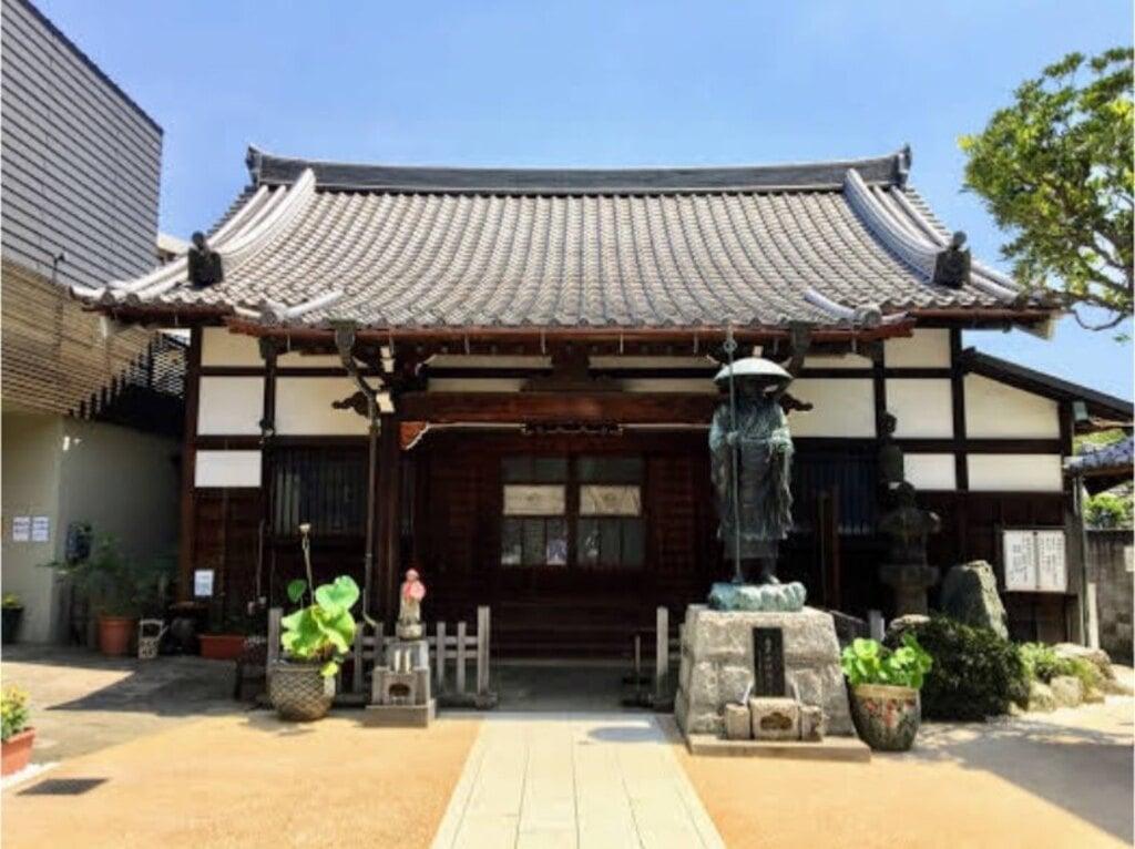 西光寺の本殿