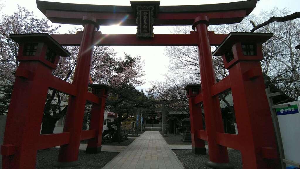 弥彦神社(伊夜日子神社)の鳥居