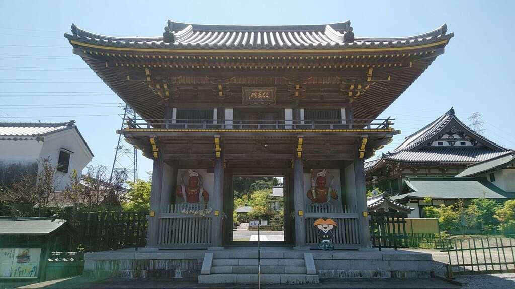龍眼寺の山門