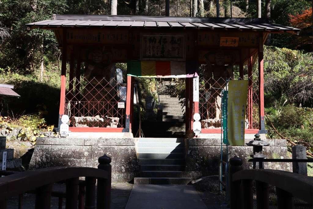 鷲窟山観音院の山門