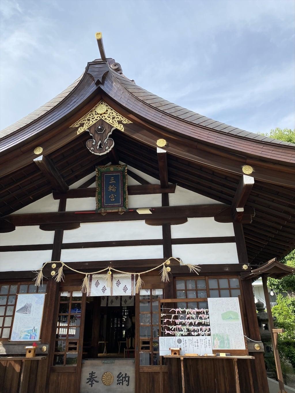三輪神社の本殿
