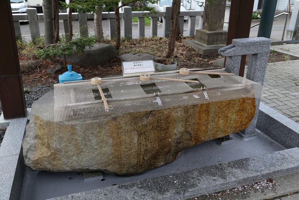 烈々布神社の手水