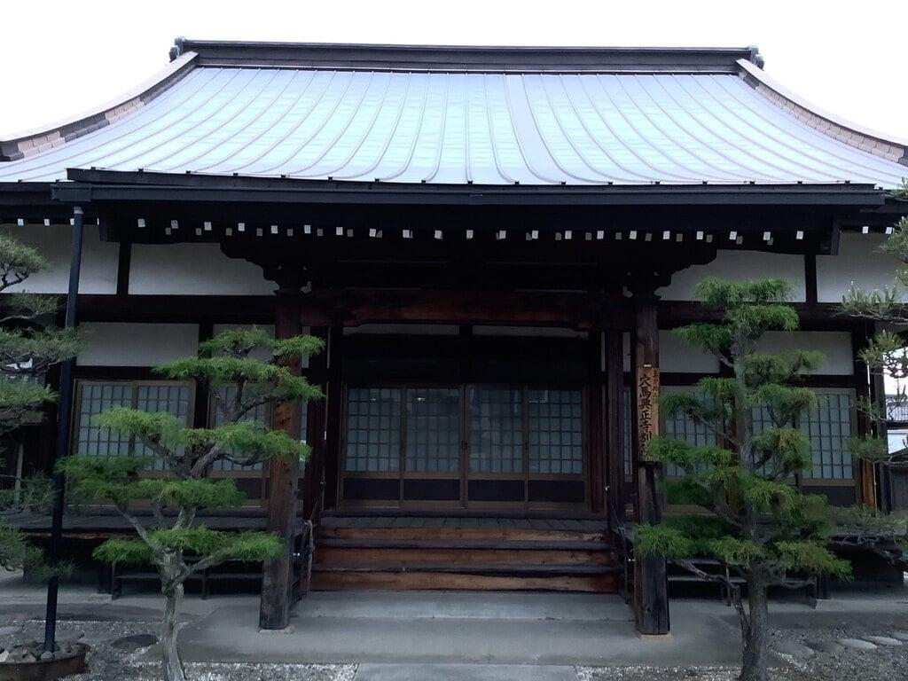 穴馬興正寺別院の本殿