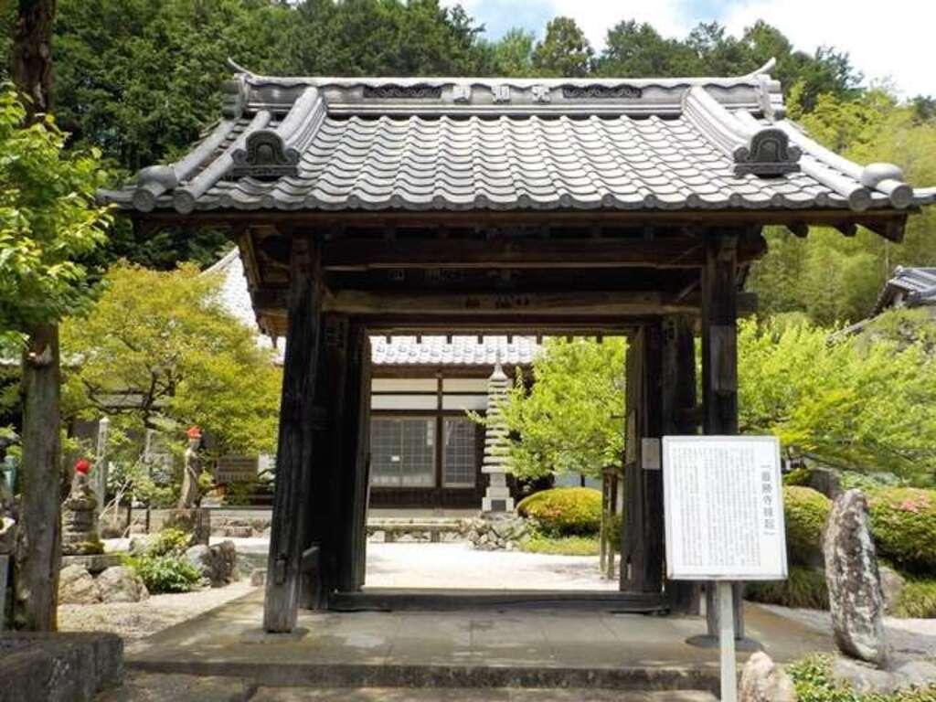 最勝寺の山門