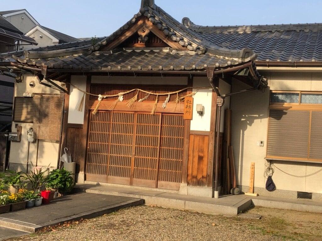 穴太神社の建物その他