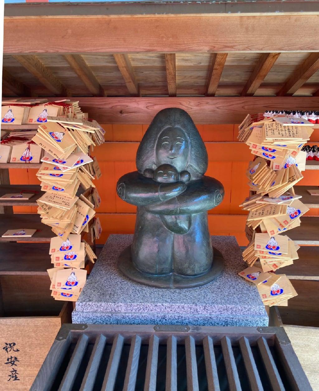 種貸社(住吉大社摂社)の像
