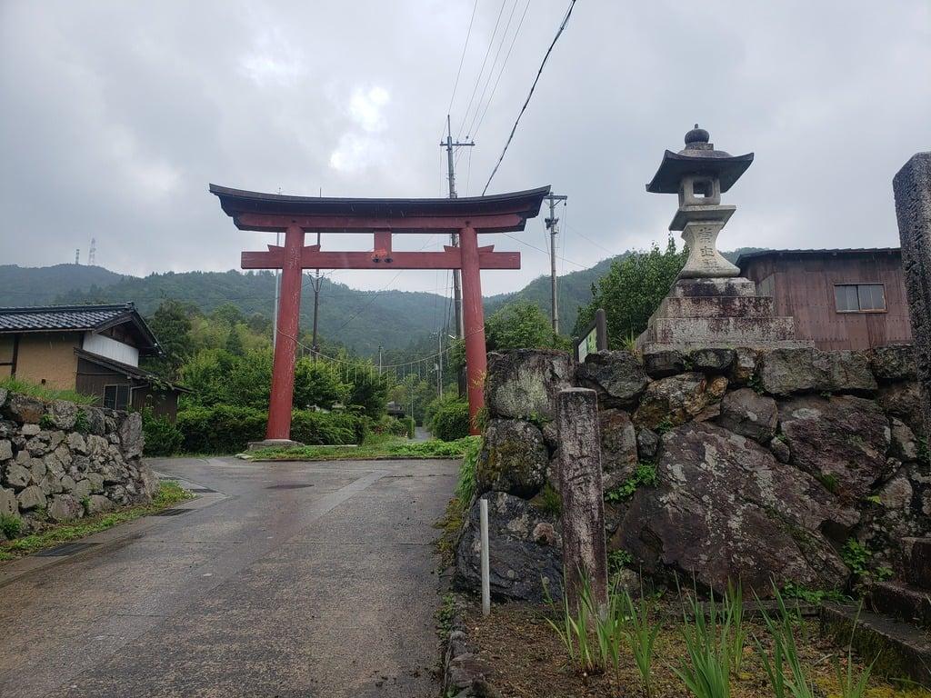 菅山寺の鳥居