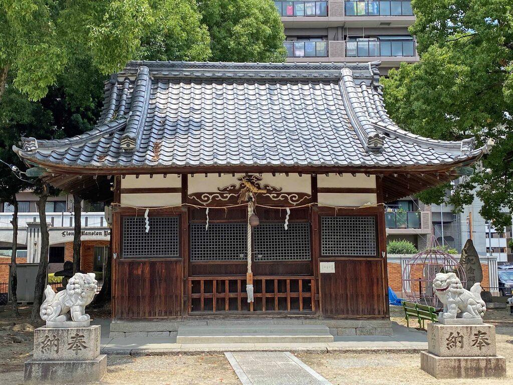 大津神社の本殿