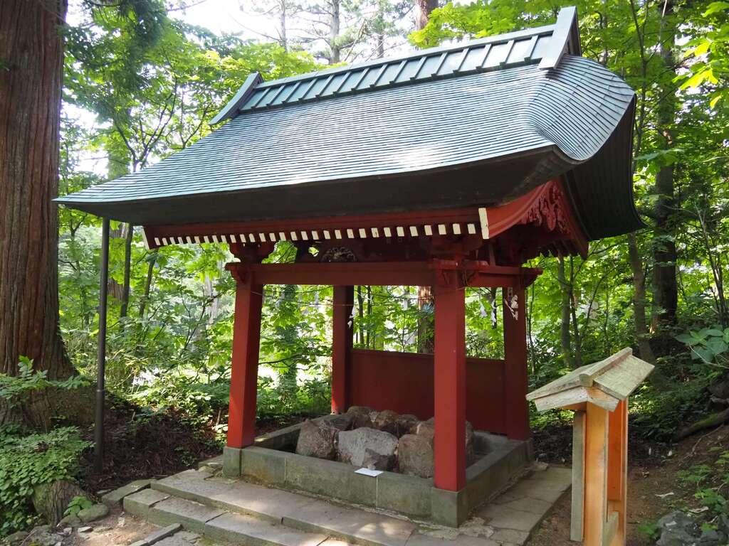 出羽神社(出羽三山神社)~三神合祭殿~の手水
